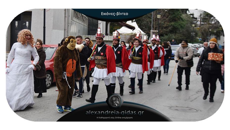Έδωσαν ζωντάνια στην πόλη οι Μωμόγεροι των Ποντίων Αλεξάνδρειας