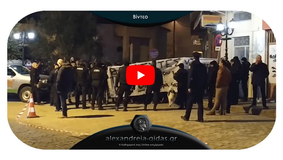 Διέκοψαν την εκδήλωση Βορίδη οι οπαδοί του ΠΑΟΚ στη Βέροια – έφυγε ο υπουργός