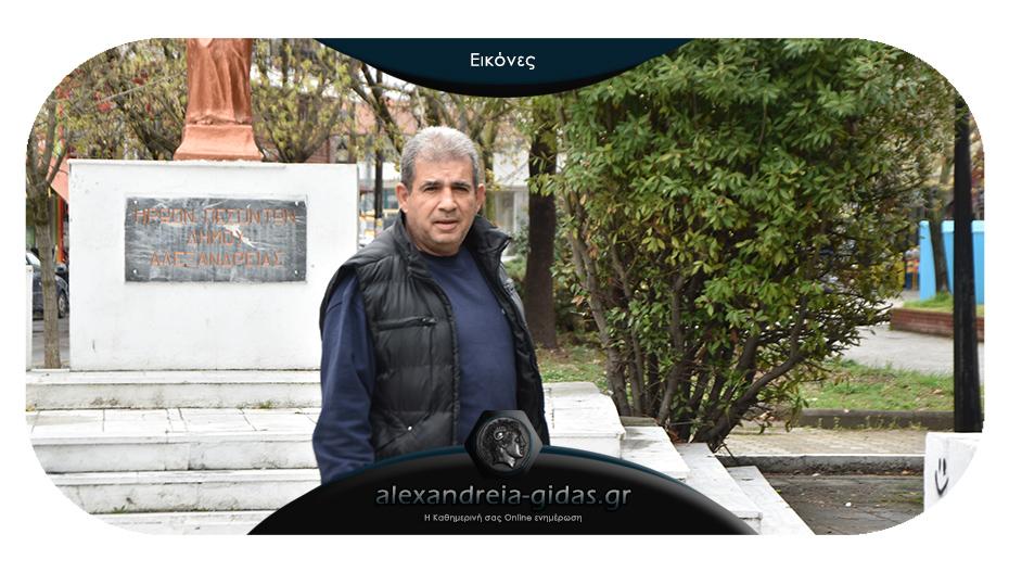 Για 34η χρονιά ο Γιώργος Σαμαράς πέρασε από το Ηρώο για την Ελληνική Σημαία!