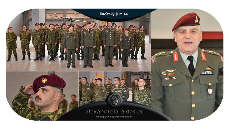 Μπερές και διακριτικά σε απόφοιτους της Σχολής Αεροπορίας στην Αλεξάνδρεια