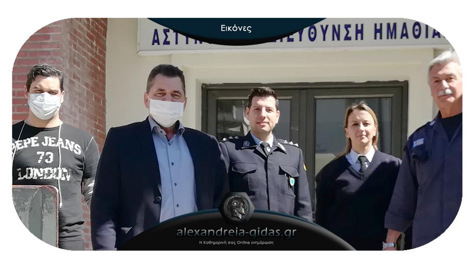 Ο αντιπεριφερειάρχης παρέδωσε υγειονομικό υλικό σε Αστυνομία, Πυροσβεστική και Νοσοκοείο
