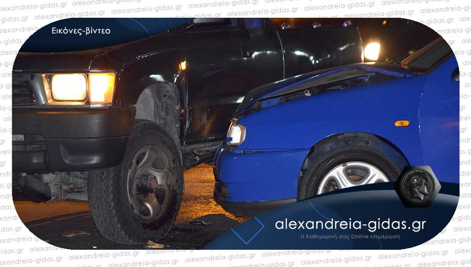 Πριν λίγο: Τροχαίο ατύχημα στην Αλεξάνδρεια – συγκρούστηκαν δύο αυτοκίνητα
