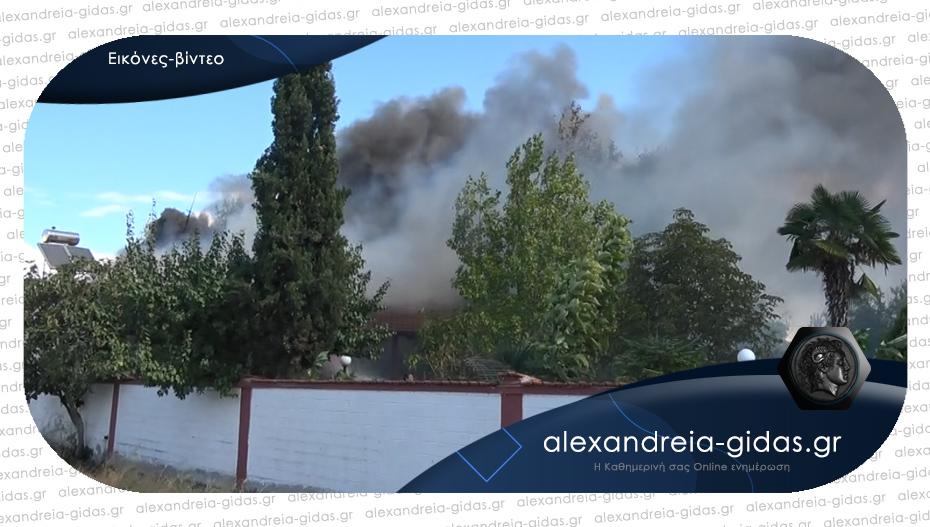 Φωτιά σε σκεπή μονοκατοικίας στην Αλεξάνδρεια – 6 πυροσβεστικά οχήματα για την κατάσβεση
