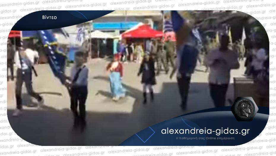 Έκαναν παρέλαση στα Γιαννιτσά παρά τις απαγορεύσεις – δείτε το βίντεο!