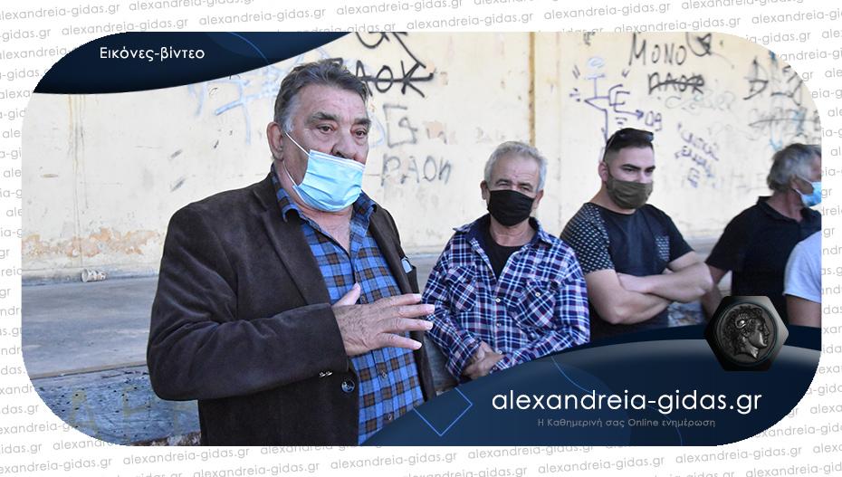 Συνάντηση του Σάκη Κούγκα με τους πωλητές στο παζάρι Αλεξάνδρειας: «Θα εφαρμόσω τον νόμο»