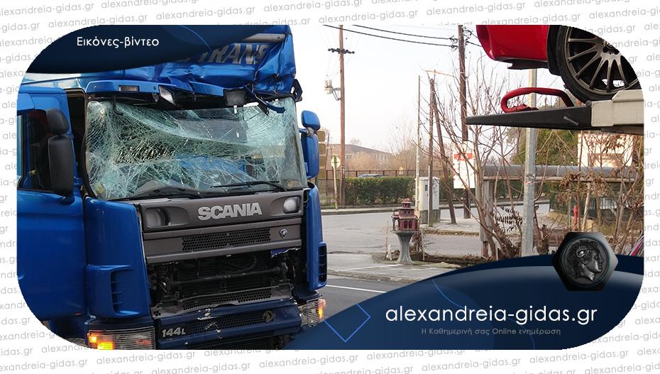 Τροχαίο ατύχημα το πρωί στην Αλεξάνδρεια – συγκρούστηκαν 2 νταλίκες