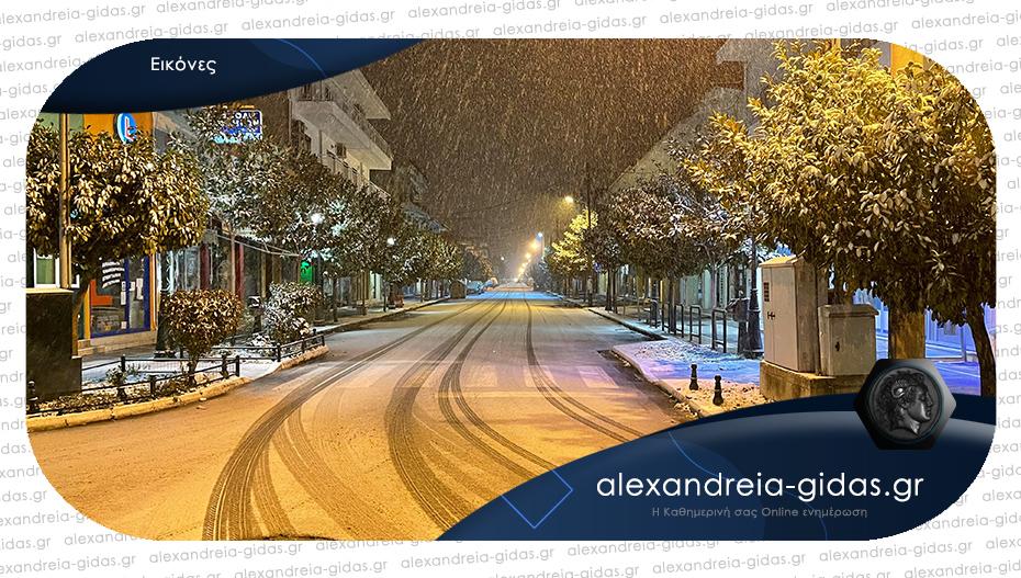 Πυκνώνει το χιόνι στην Αλεξάνδρεια – το στρώνει και στους δρόμους