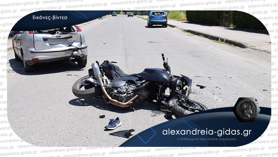 Σοβαρό τροχαίο στην Αλεξάνδρεια: Συγκρούστηκαν μηχανή με Ι.Χ.